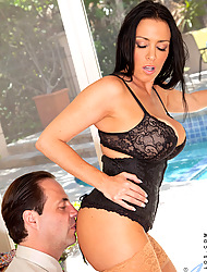 Busty milf Vanilla Deville gets nailed deep away from her sex-mad tighten one's belt