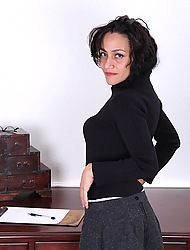Older secretary Cielo butt naked mainly the brush office desk.
