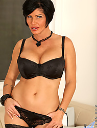 Anilos.com - Freshest mature women on the net featuring Anilos Shay Fox naked milf