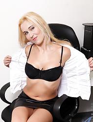 Anilos.com - Freshest mature body of men on the net featuring Anilos Caroline milf site